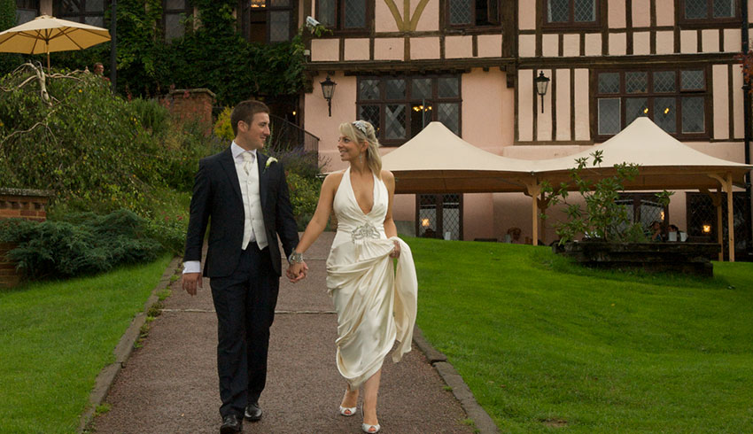 Bride and Groom outside Mannings Heath Golf Club, a West Sussex wedding venue